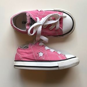 Toddler girls converse One Star size 6.
